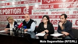 По словам главы «Центра по правам человека» Алеко Цкитишвили, который организовал сегодняшнюю встречу, в этом году правозащитникам стало известно уже о семи фактах избиений граждан полицейскими