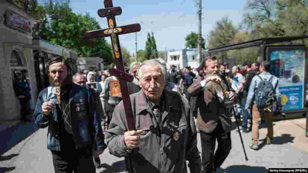 На вході до Кулікового поля зібралися кілька сотень людей, є також православні активісти