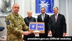 Президенты Литвы, Польши и Украины во время церемонии, посвященной созданию совместного воинского подразделения трех стран