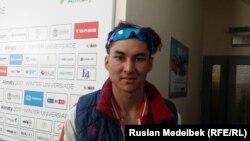 Конькобежец сборной Китая Дастур Турсынжан.