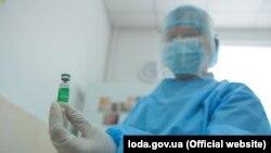 Початок вакцинації від COVID-19 в Україні у фотографіях