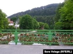 'Katanci ljubavi' na mostu u Jajcu