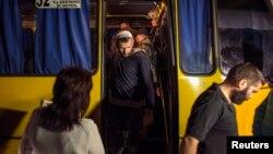 Обмен пленными между украинской армией и сепаратистами. Донецк, 12 сентября 2014 года.