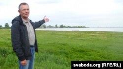 Валянцін Лазарэнкаў каля Спораўскага возера