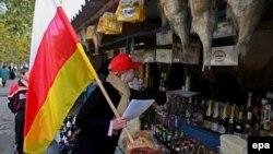 Пока газета «Человек» выходит благодаря техническим ресурсам уже бывшей неправительственной организации «Ассоциация женщин Южной Осетии за демократию и права человека»