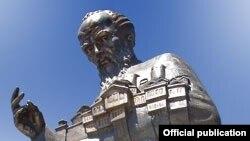 Споменикот на Свети Климент Охридски во Охрид