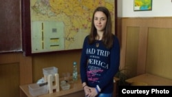 Єлизавета Подкопаєва із моделлю свого винаходу