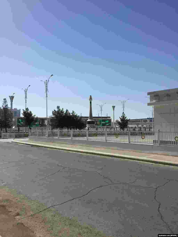 Церемония закладки строительства Олимпийского комплекса состоялась в ноябре 2010 года.