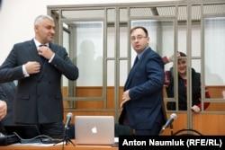Адвокаты Надежды Савченко Николай Полозов (справа) и Марк Фейгин