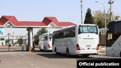 Автобуслар карвони Ўзбекистон-Қозоғистон чегарасидан ўтмоқда, 26 сентябрь, 2020
