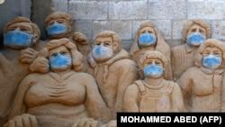 Peščane skulpture palestinske umetnice Rane el Ramlavi u Gazi, (april 2020.)