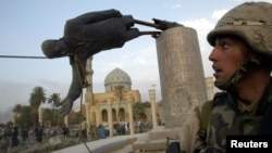 ساحة الفردوس ببغداد يوم 9 نيسان 2003
