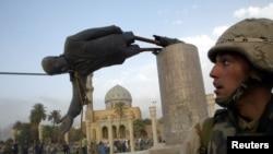 Iraq - Səddam Hüseynin heykəli uçurdulur, 9 aprel 2013