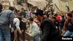 نمایی از مرکز یهودیان آمیا در پایتخت آرژانتین پس از انفجار مرگبار سال ۱۹۹۴