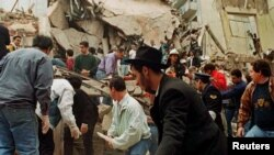 انفجار در کانون یهودیان بوئنوسآیرس، آمیا، در سال ۱۳۷۳ روی داد و ۸۵ کشته و بیش از سیصد زخمی برجای گذاشت.