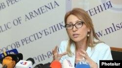 Министр труда и социальных вопросов Мане Тандилян на пресс-конференции, Ереван, 22 августа 2018 г.