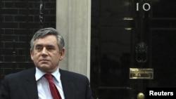Прем'єр-міністр Великобританії Ґордон Браун прибуває до резиденції премєра на Даунінґ-стріт, 10 у Лондоні 7 травня 2010 року, вранці після виборів