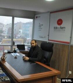 Председатель совета директоров образовательного центра Bâb-I Âlem Али Арыкмерт на встрече с Асланом Евлоевым