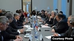 Алмазбек Атамбаев баштаган делегация кыргыз-француз бизнес форумуна катышууда, 25-март, 2015-жыл