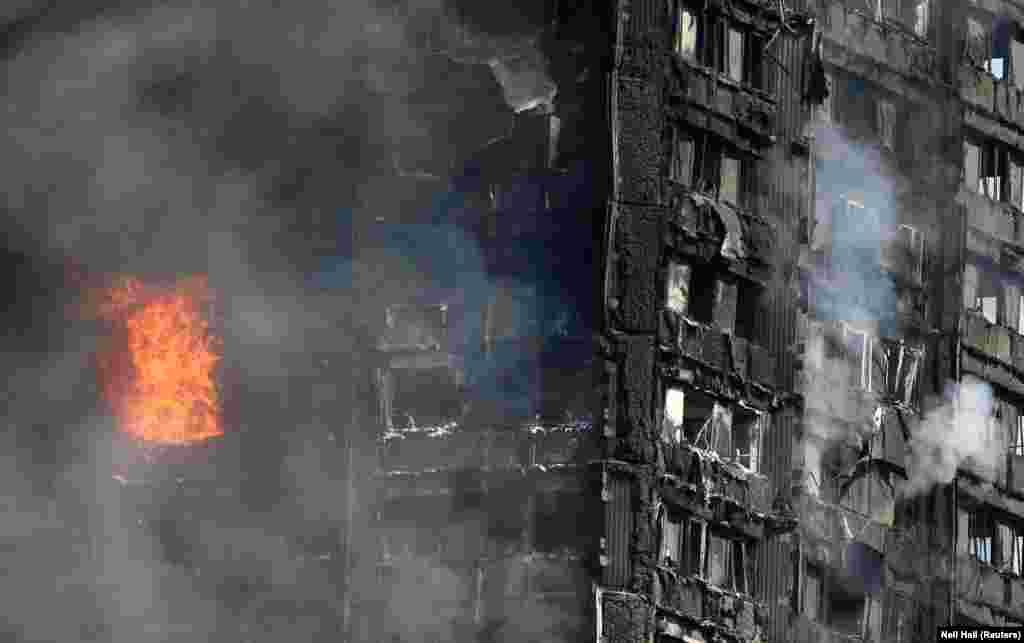 Комиссар Лондонской пожарной бригады Дэнни Коттон сказала прессе, что за 29 лет службы она ни разу не видела ничего подобного. 120-квартирный 24-этажный дом к утру был полностью обуглен. Причина пожара пока не установлена. Grenfell Tower была построена в 1974 году в рамках программы возведения социального жилья. Год назад завершилась реконструкция здания стоимостью 10 млн фунтов