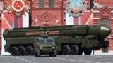 Orsýetiň Ýars RS-24 kontinentara ballistik raketa sistemasy, Moskwa, 9-njy maý, 2016.