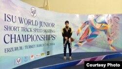 Шорт-трекші Денис Никиша Түркияда жасөпірімдер арасындағы әлем чемпионатында жүлде алды. Ерзурум, 7 наурыз 2014 жыл.