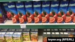 Соки українського виробництва Sandora в сімферопольському супермаркеті «Сільпо»