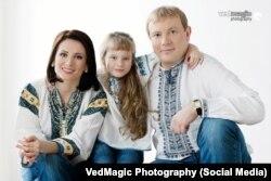 Андрій Шевченко разом із дружиною Ганною Гомонай та донькою Марічкою