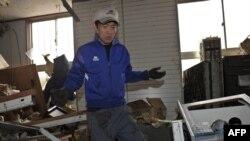 Кітайскія ратавальнікі дапамагаюць змагацца з наступствамі землятрусу ў Японіі.