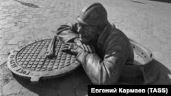 Памятник работнику коммунальных служб в Омске