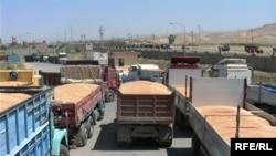 شاحنات محملة بالحبوب في دهوك