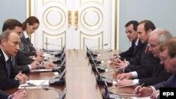 Россиянын премьер-министри Европа Парламентинин өкүлдөрү менен жолугушууда. 13-февраль 2009-жыл.
