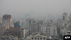 Pamje e Teheranit të përfshirë nga ajri i ndotur
