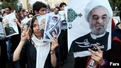 Сторонники Хасана Роухани празднуют победу
