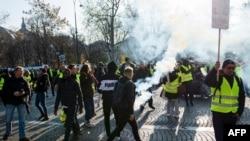Акция протеста на Елисейских полях. Париж, 17 ноября 2018 года.