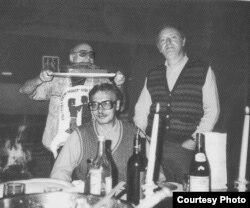 В.Герасимов в Америке. Слева Юз Алешковский, справа Иосиф Бродский, 1989.