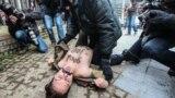 Fondatoare FEMEN, ucraineanca Ina Șevcenko, protest la Bruxelles în inuarie 2014 împotriva președintelui rus Vladimir Putin