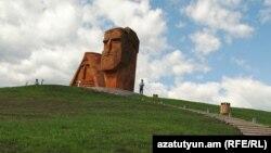 Нагорный Карабах - Монумент «Мы и наши горы» рядом со Степанакертом