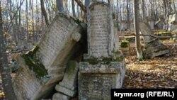 Родове кладовище Балта Тіймез у Криму
