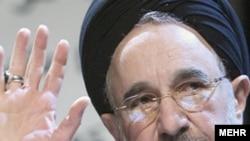 انتخاب محمد خاتمی با بیست میلیون رای در دوم خرداد، رهبران جمهوری اسلامی را غافلگیر کرد.(عکس: مهر)