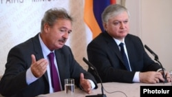 Armenia - Foreign Minister Edward Nalbandian (R) his Luxembourg counterpart Jean Asselborn at a joint news conference in Yerevan, 11Sept2012.