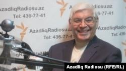 Arxiv fotosu: Professor Rafiq Əliyev AzadlıqRAdiosunun Bakıdakı ofisində, 16 dekabr 2011
