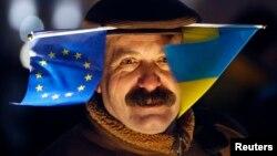 """У абхазской и украинской внутриполитической жизни есть все же явные """"точки пересечения"""". Достаточно вспомнить осень 2004 года, когда в обеих странах начались и несколько месяцев синхронно продолжались невиданные доселе общественные потрясения в связи с очередными президентскими выборами"""