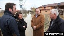 Gjatë vizitës në zonat e vërshuara nga uji...