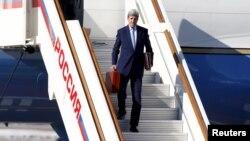 Американскиот државен секретар Џон Кери пристигна во Москва