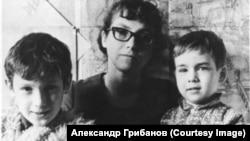 Наталья Горбаневская с детьми. Фото 1973 года