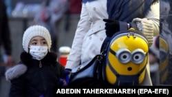 Ребёнок в маске. Тегеран, 22 февраля 2020 г.