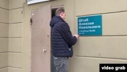 Напередодні соратник Навального Леонід Волков оголосив, що офіційно розпускає штаби