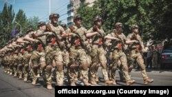 «Прирівнюючи «Азов» до терористів, 40 членів Палати Представників США прирівняли до терористів усі інші українські підрозділи», стверджують у полку