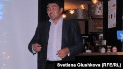 """""""Жасыл ел"""" жастар қозғалысының штеб жетекшісі Искандер Салиходжаев. Астана, 24 қыркүйек 2012 жыл."""